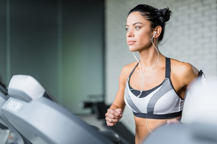 maximize your workout_woman on treadmill