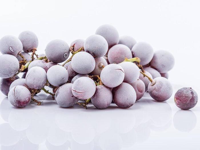 Snacks, frozen grapes
