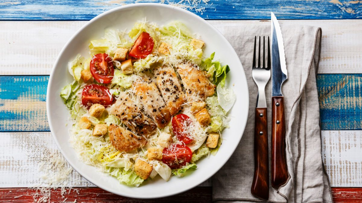 weight loss meal plan, a plate of chicken caesar salad