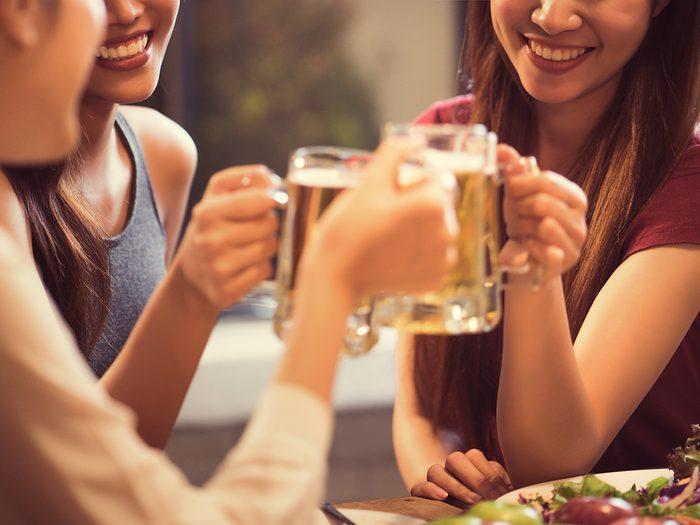 Caffeine, women drinking beer