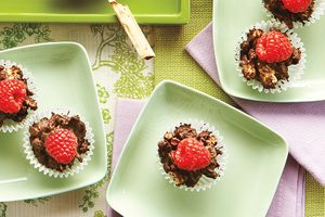 Chocolate Granola Raspberry Cups