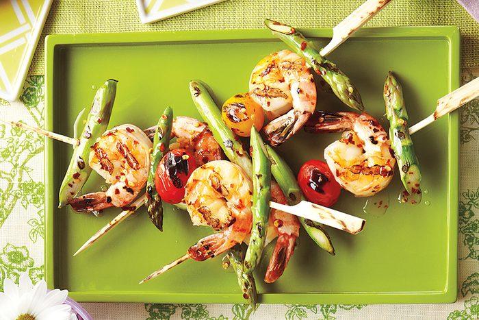 Healthy Mother's Day Brunch grilled shrimp | grilled shrimp and asparagus skewers