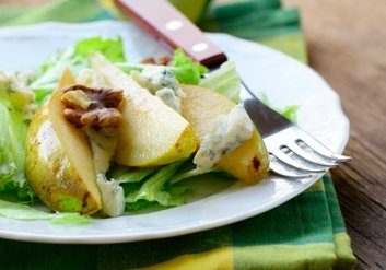 cheese pear walnut salad