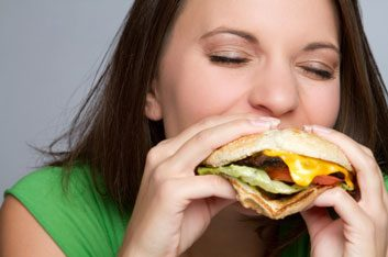 woman eating fast food