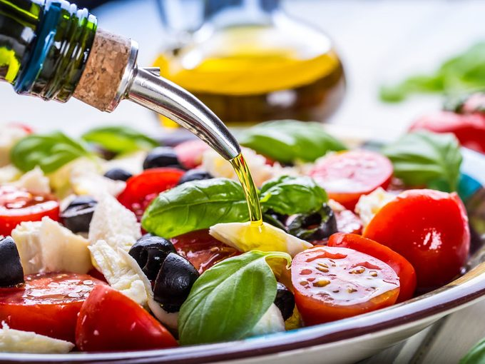How Olive Oil Benefits Your Health