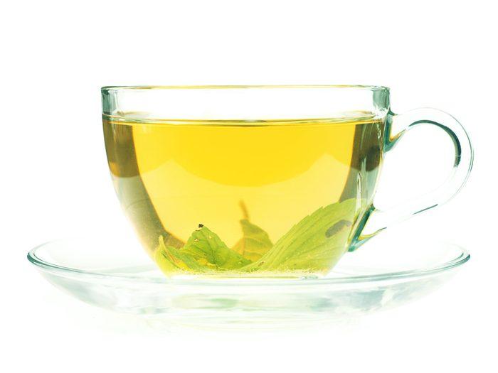Soak a blister in green tea