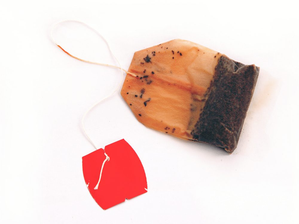 Reduce puffy eyes and dark circles with wet tea bags