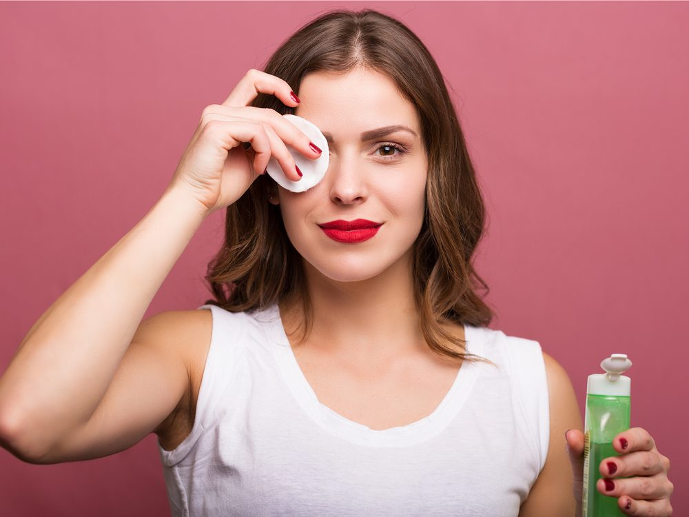 Tea tree oil can help remove makeup