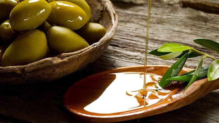 Affordable Superfoods, olive oil