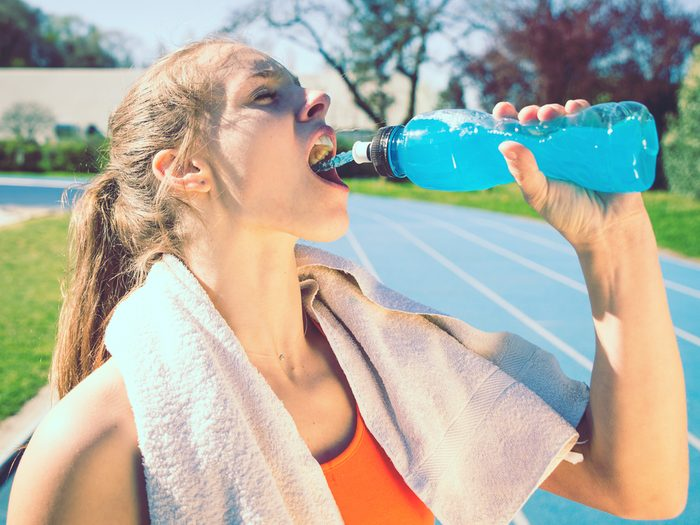 Skipping the sports drinks can reduce stomach bloating