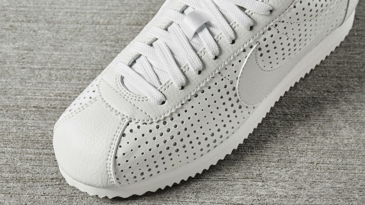 Bella Hadid Nike, an above-view of the white