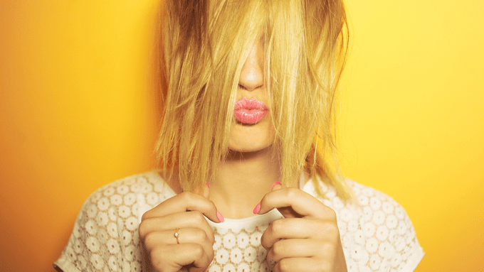 dry shampoo how to, a woman holding her hair