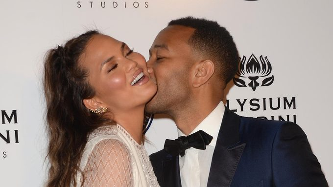 Hollywood mariages: Chrissy Teigen and John Legend on the red carpet