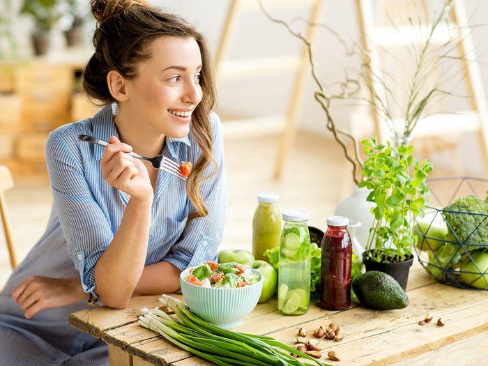 How to improve memory, woman eats salad