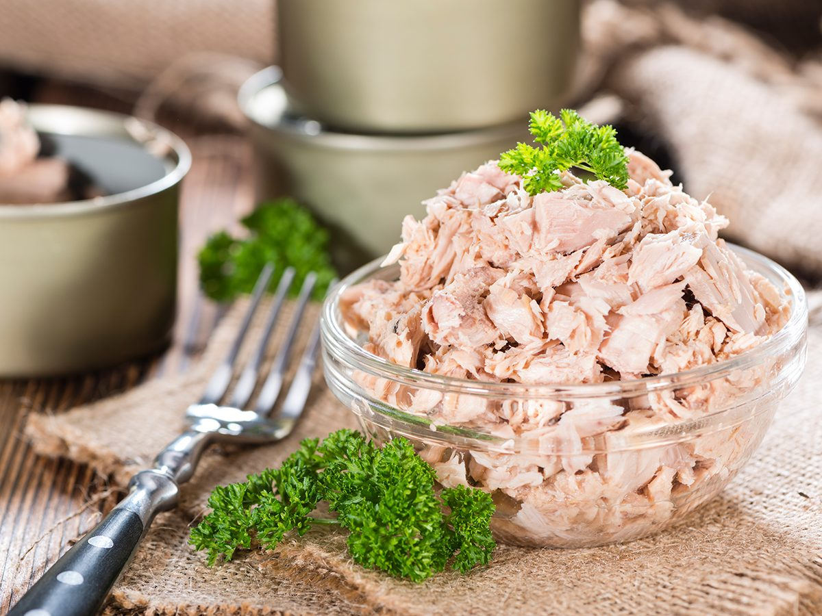 Healthy foods, a bowl of canned tuna with a fork