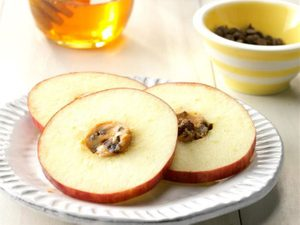 These Apple Cartwheels Make for a Great Midday Snack