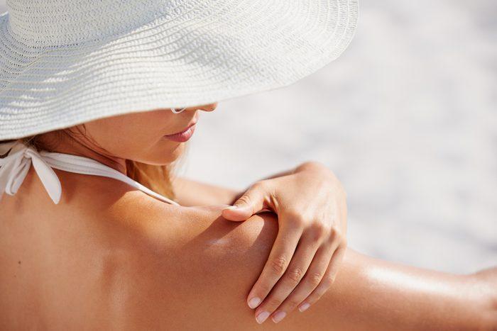 skin cancer | woman applying sun screen
