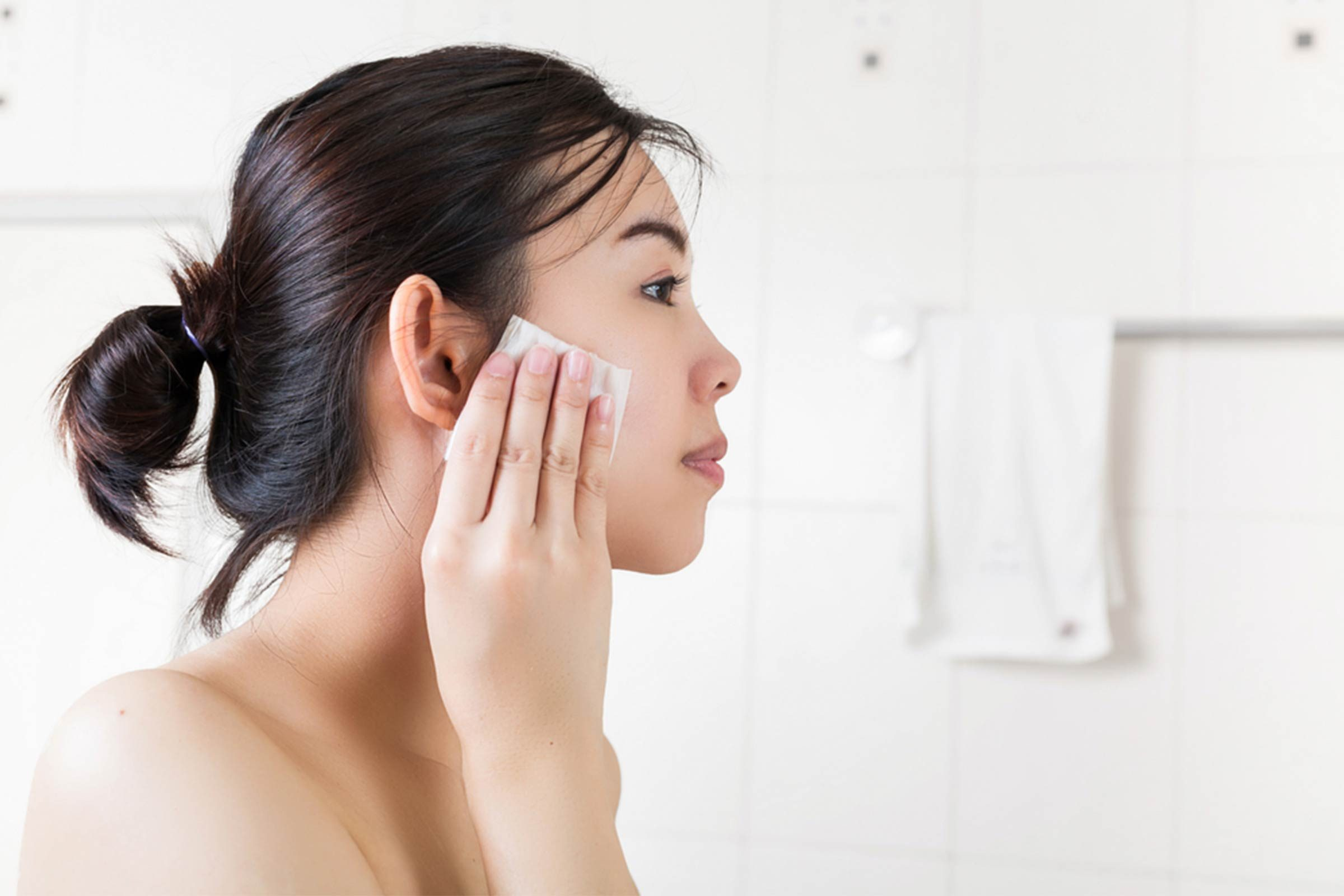 07-toner-amazing-tricks-for-healthy-glowing-skin-557276806-Zynatis