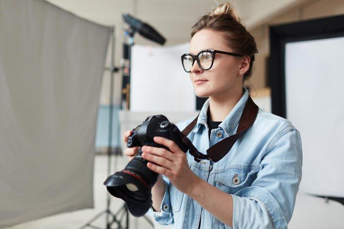 photographer woman studio