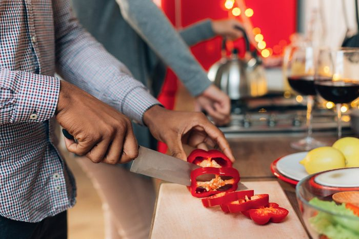 2020 | African-american man cutting bell pepper in kitchen