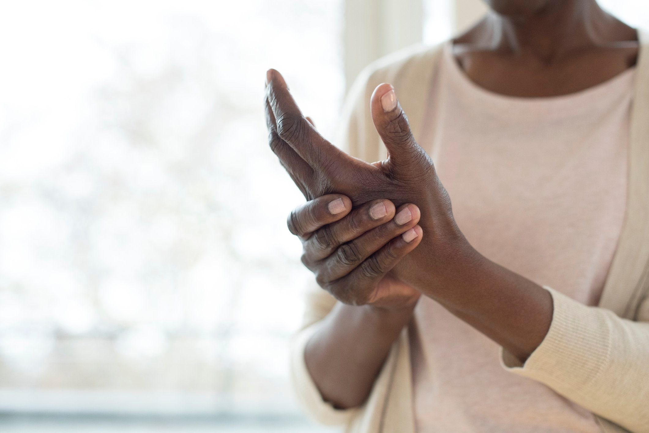 woman with arthritis pain in hands