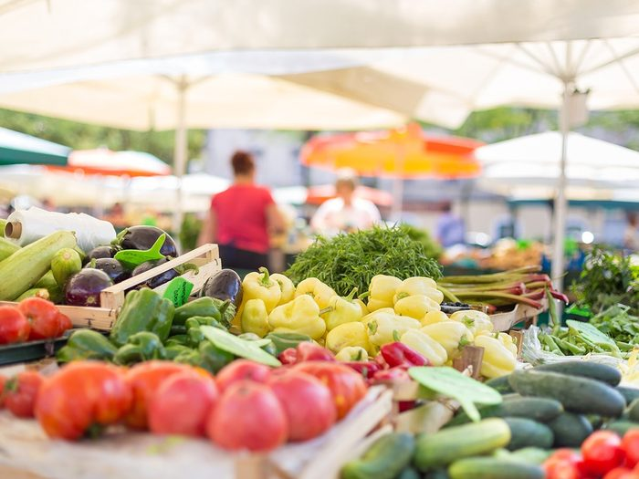 How to make walking less boring - farmers' market