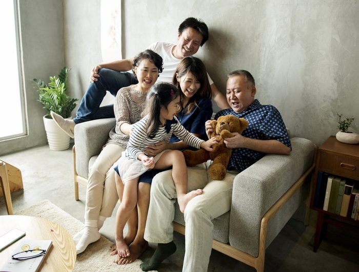 early-onset Alzheimer's | Happy japanese family