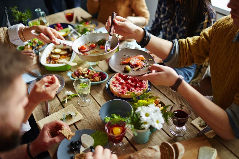 reach your goal weight | People sitting at dining table and eating