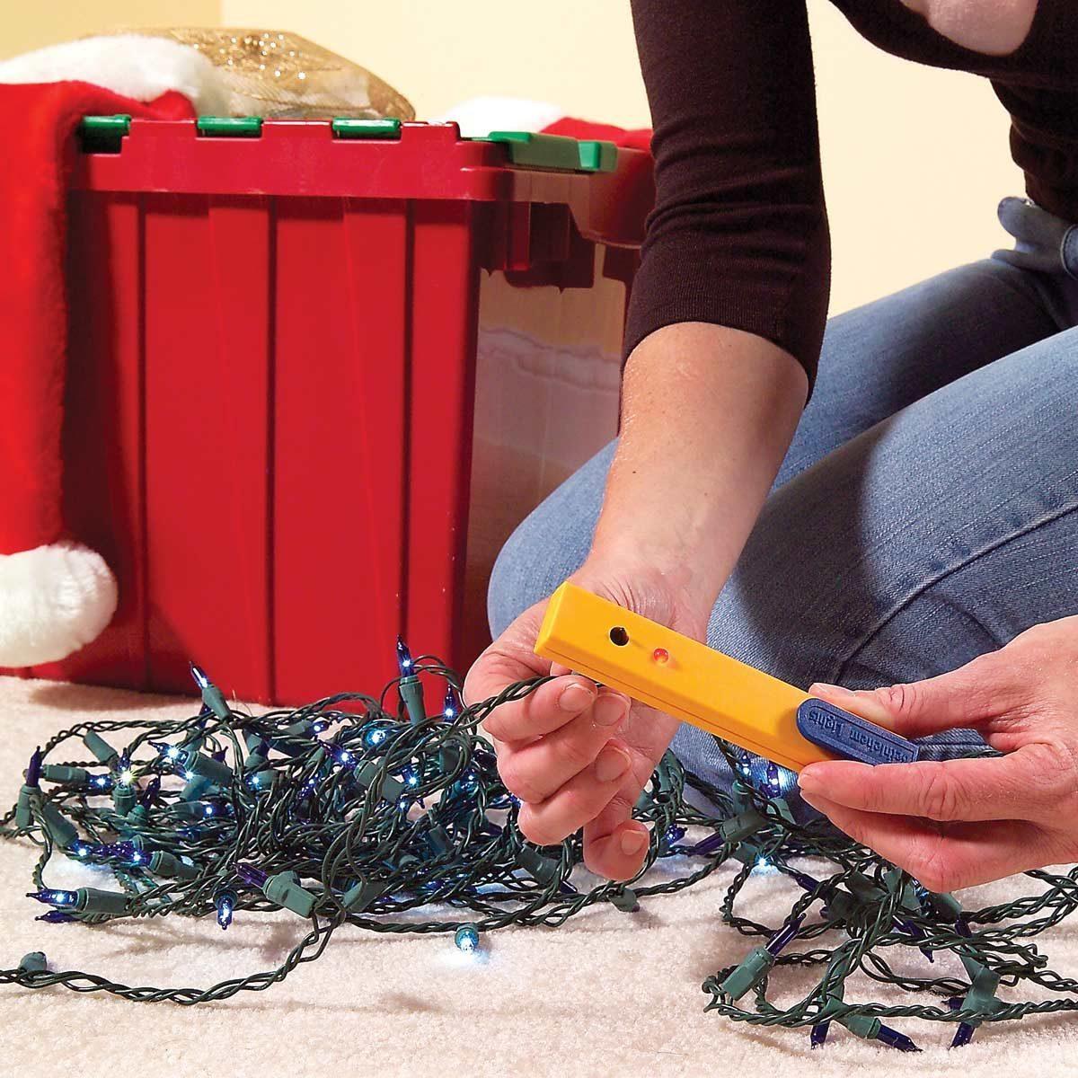 FH06DJA_464_05_001 testing christmas lights