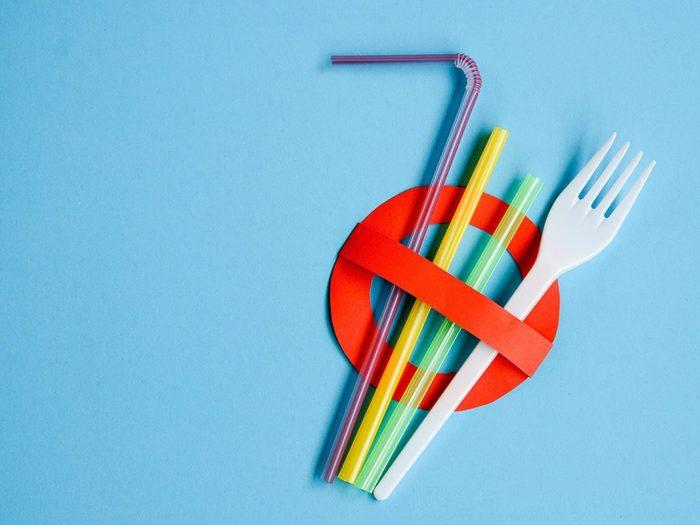 Canada's single-use plastics ban | Nousesymbolinredwithplasticstrawsandfork