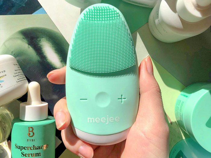meejee   Facial Cleaning Brush